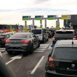 Il maltempo manda in tilt il parcheggio Code e caos all'aeroporto di Orio