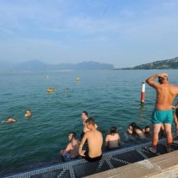 Malore dopo tuffo nel lago a Sarnico Resta grave il 21enne di Castelli Calepio