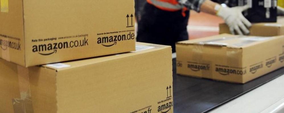 Non avete ricevuto un pacco Amazon? Arrestata 57enne, ne ha rubati centinaia