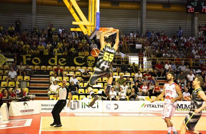 Basket serie B 2016/17 Gara3 fra Cento e Comark Bergamo - Rei Pullazi foto Prezioso