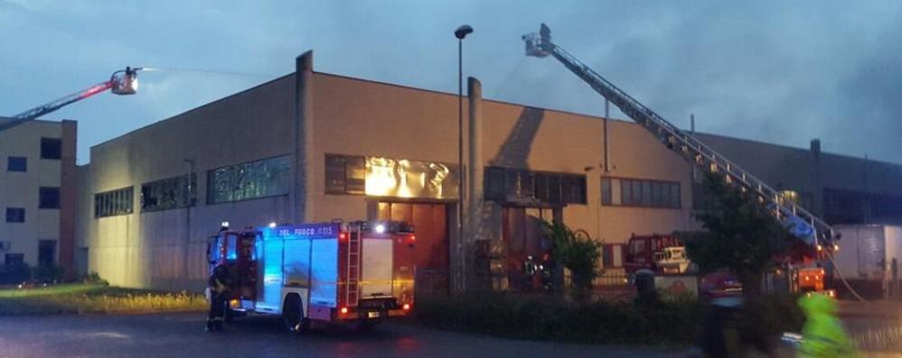 Incendio devasta ditta a Terno Gravi danni e tanta paura - Video