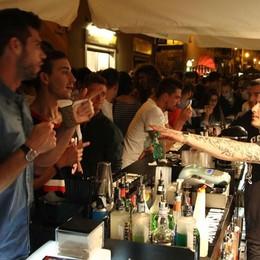 Venerdì di movida in Santa Caterina Stop ai drink in contenitori di vetro