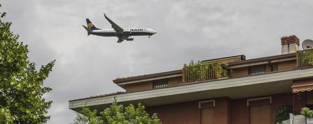 «Aeroporto, più rumore per 4000 cittadini» E per atterrare c'è un doppio passaggio