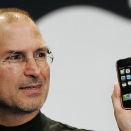 Dieci anni fa il lancio del primo iPhone Se ne vendono 228 ogni minuto
