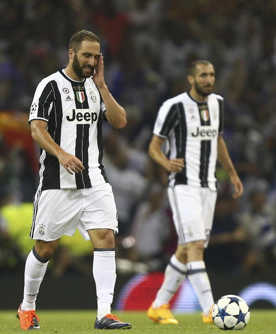 Juventus' Gonzalo Higuain reacts after Real Madrid's Casemiro scored during the Champions League final soccer