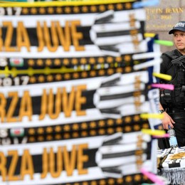 Una contraffazione da Champions Sequestrate 250 mila maglie di Juve-Real