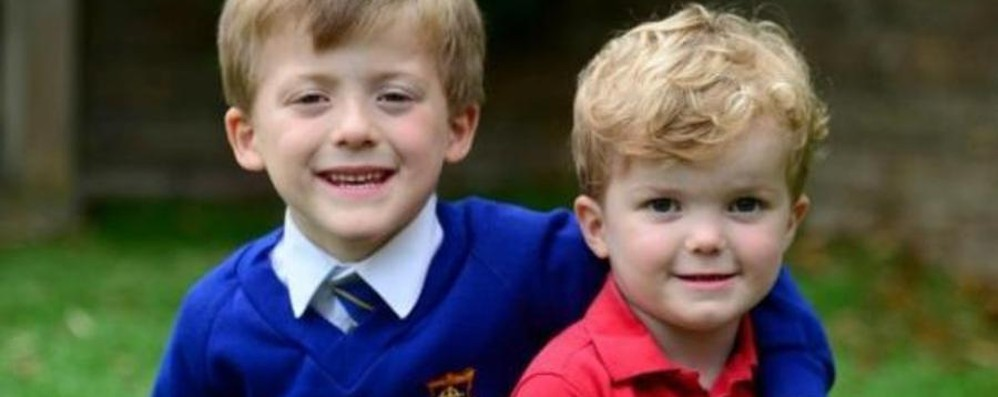 Bimbo di 5 anni piccolo grande eroe Salva il fratellino che stava soffocando