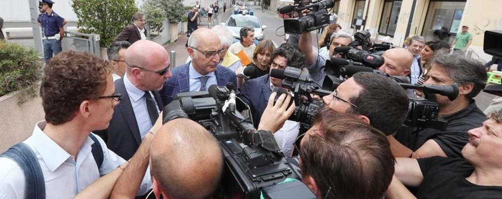 «Oltre all'ergastolo, 6 mesi di isolamento» La richiesta del procuratore per Bossetti