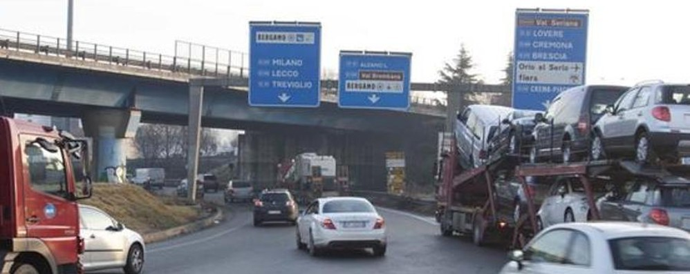 Incidente al rondò dell'autostrada Code sulla 671, a Curno e Seriate