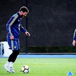 Leo Messi fa «bailar» il Papu Gomez Il video della sfida in allenamento