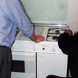 Si fingono tecnici del gas Derubano coppia in casa