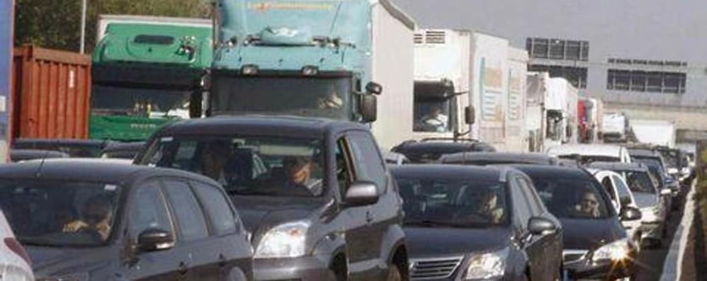 Vuoi evitare traffico e code? Incidente prima del casello di Bergamo