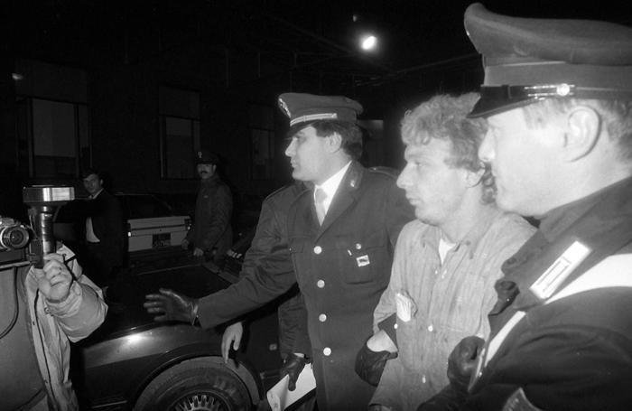 Giuseppe Mastini, più noto come Johnny Lo Zingaro arrestato a Settebagni e portato in Questura a Roma, 24 marzo 1987. ANSA