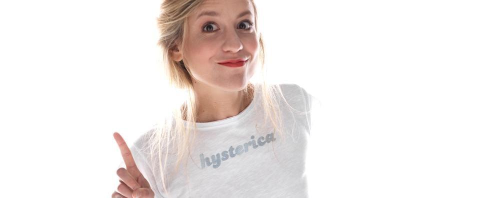 Elisabetta s'inventa «Be» «Idea (femminista) della t-shirt»