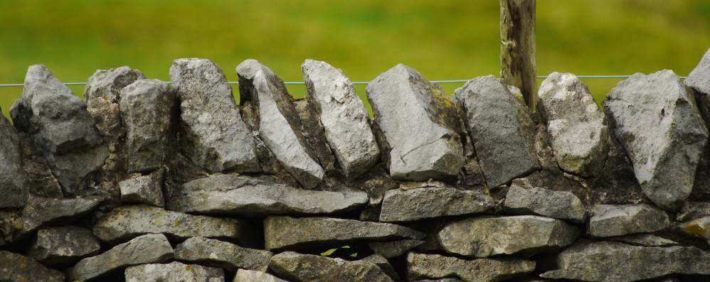 L'arte di realizzare muri a secco In Valle Imagna un corso per imparare