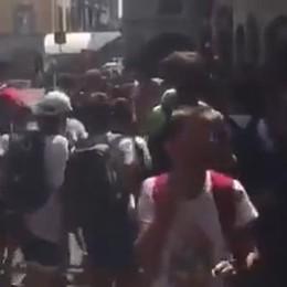 Essere il Papu Gomez a Bergamo - Video Il campione «accerchiato» da giovani fan
