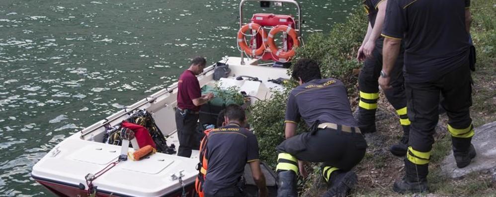 Sommozzatori cercano 19enne nel lago Si è tuffato a Castro e non è più riemerso