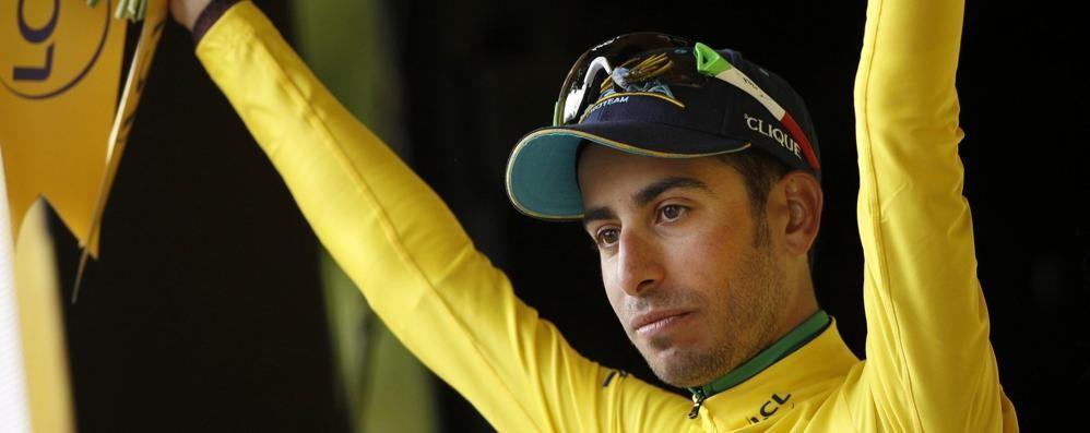 Tour de France, tutti contro Aru Ma lui resiste: ancora maglia gialla