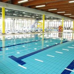 Rischia di annegare in piscina 11enne salvato da giovane bagnino