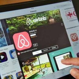 Scatta la stretta sugli affitti brevi Nuove regole (e tasse) per Airbnb