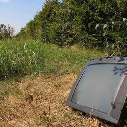Mozzanica, raid alla discarica a caccia di elettrodomestici