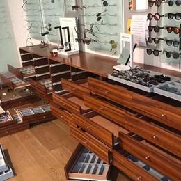 A Sarnico i ladri ci vedono bene  Colpo grosso, rubati 1.000 occhiali