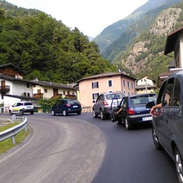 Asfaltature, code in Valle Brembana   «Arrabbiatissima e impotente...»