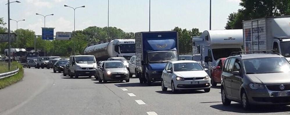 Tamponamenti in serie tra auto Traffico in tilt sull'Asse interurbano