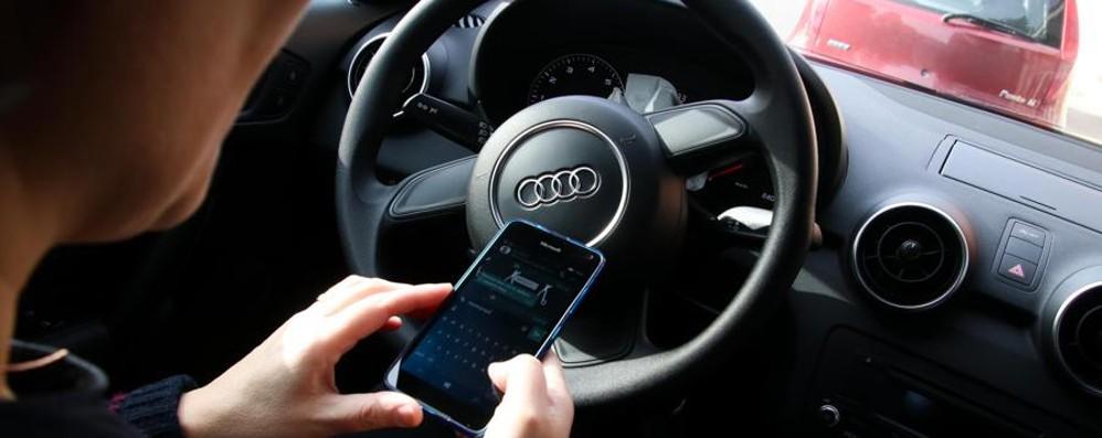 Cellulare in auto, torna la linea dura Patente sospesa fino a sei mesi