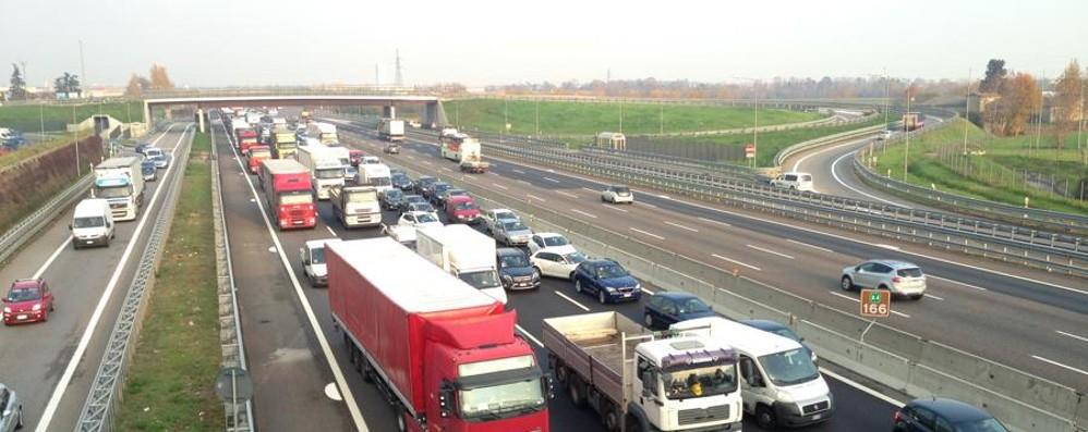 Tamponamento  tra più auto in A4 Coda di 4 km tra Bergamo e Dalmine