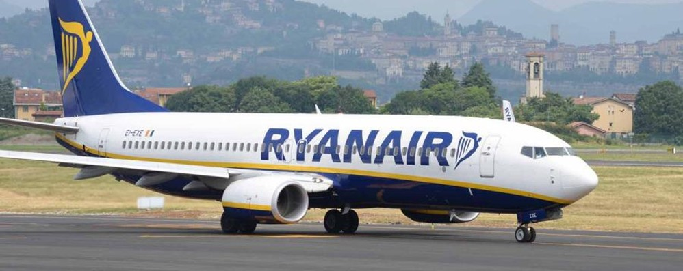 Aereo in ritardo, niente partita Ryanair dovrà risarcire due tifosi