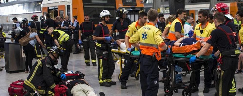 Barcellona, treno si schianta in stazione 48 persone ferite, 5 sono gravi