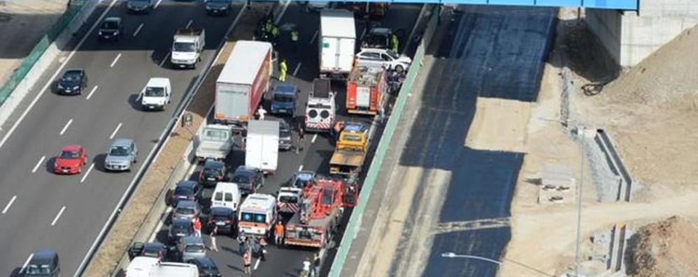 Incidente nel Bresciano, un ferito grave Pomeriggio da incubo in autostrada
