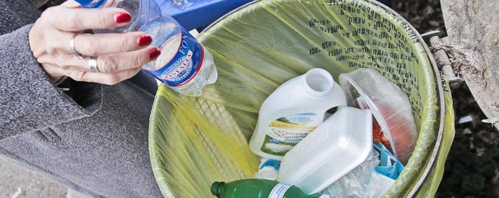 Tariffa rifiuti, fondo per le famiglie 100 mila euro alle persone in difficoltà