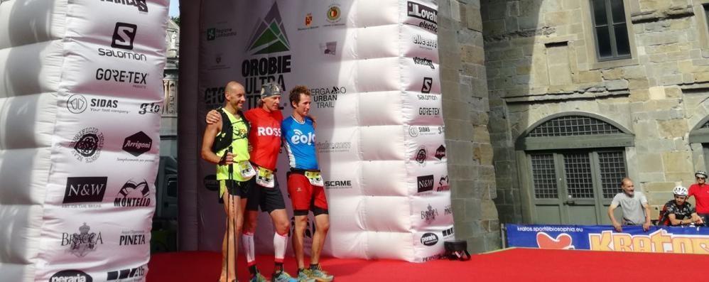 Dopo 140km arrivano abbracciati -Video Orobie Ultra Trail, Bosatelli «solo» terzo