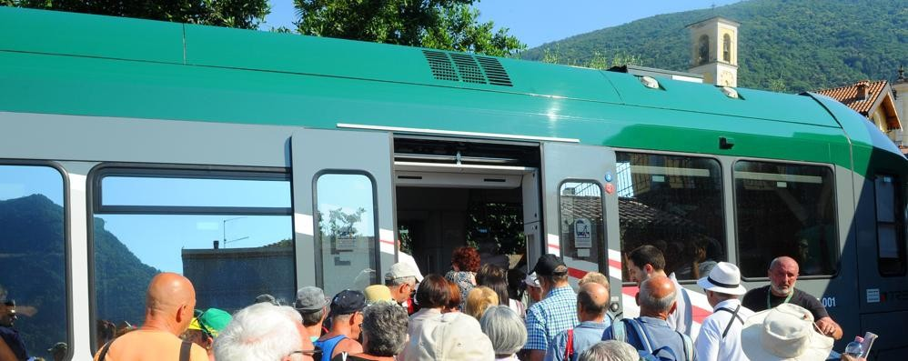 I pendolari: record di treni soppressi  La risposta di Trenord: conti inesatti