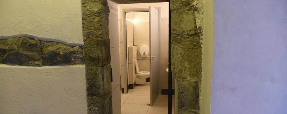 Servizi Igienici Locali Pubblici. Great Traverso Superiore ...