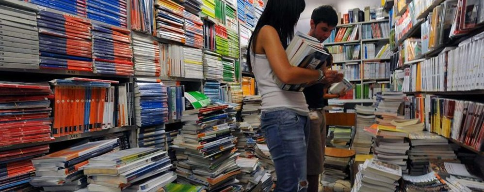 State comprando i libri di scuola? «Costi aumentati? Una fake news»