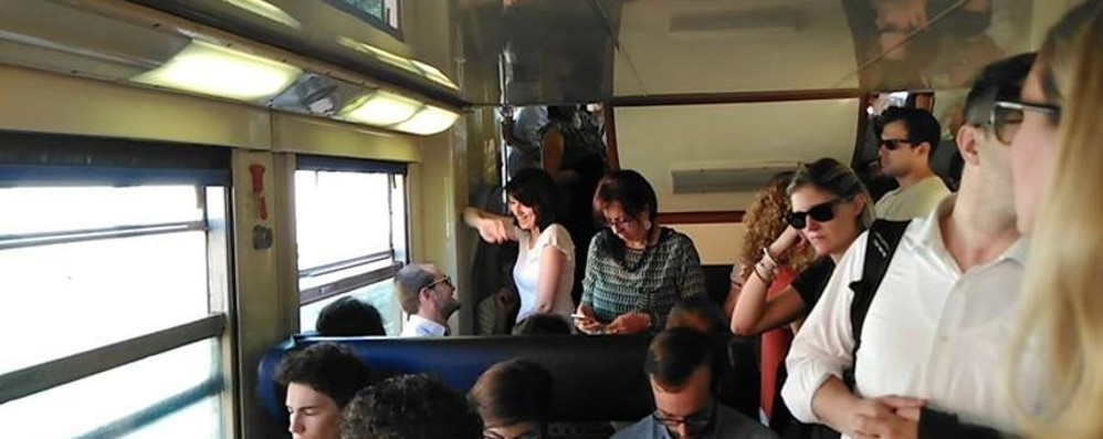 Guasto a un passaggio a livello -foto Treni, circolazione al «collasso»