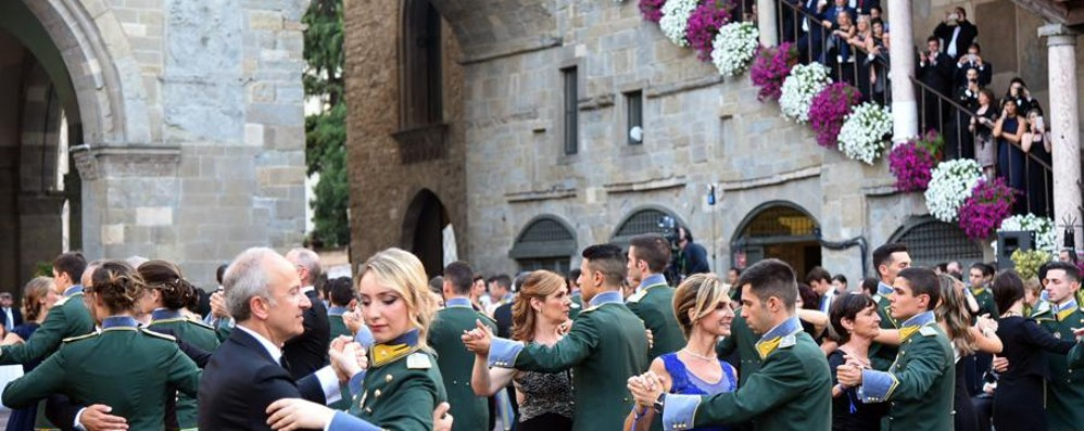 Aria d'altri tempi e Strauss - Foto/Video Piazza Vecchia sala da ballo per i Cadetti