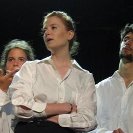 Astino, il teatro si fa «labirinto» In scena dodici giovani attori
