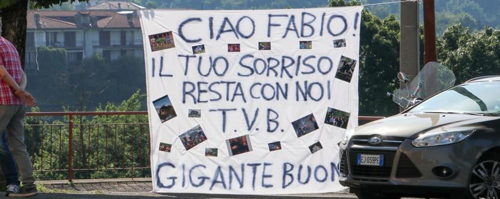 Fabio, morto folgorato sul lavoro  Bruntino saluta il «gigante buono»