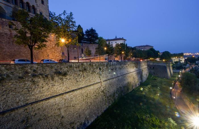mura venete di Bergamo di notte