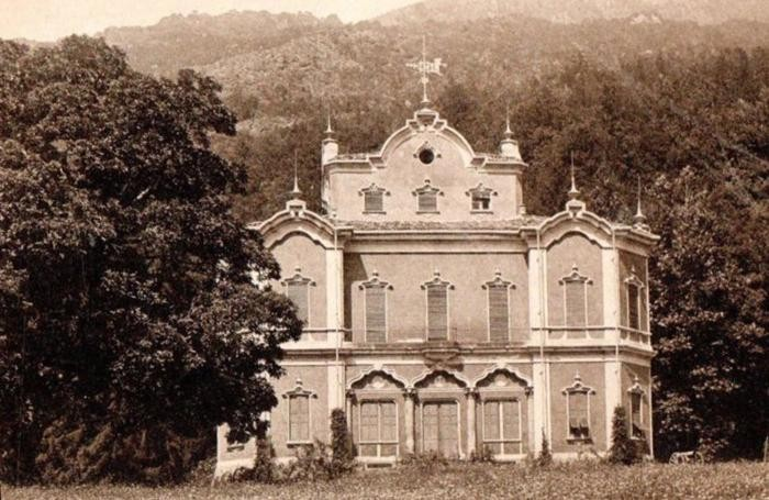 Villa de Vecchi in una foto d'epoca
