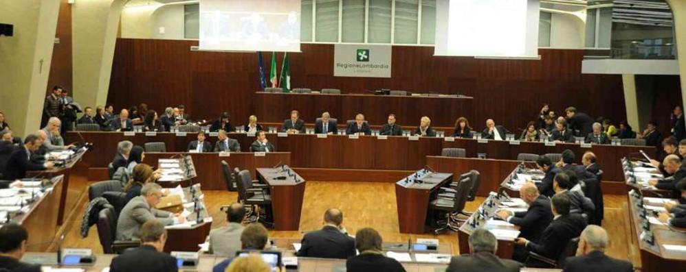 M5S contrario ai 500 mila euro al golf Il presidente Cattaneo chiama la Digos
