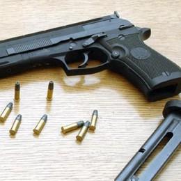 Gromo, imprenditore gli deve dei soldi Lo minaccia con la pistola: arrestato