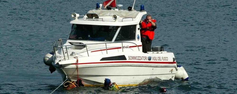 Due sommozzatori chiedono aiuto Li salva un ex bagnino bergamasco