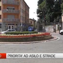 Alzano Lombardo, priorità ad asilo, strade e parcheggi