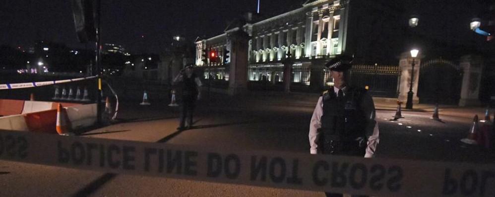 Torna la paura in centro a Bruxelles Londra, ferimento a Buckingham Palace