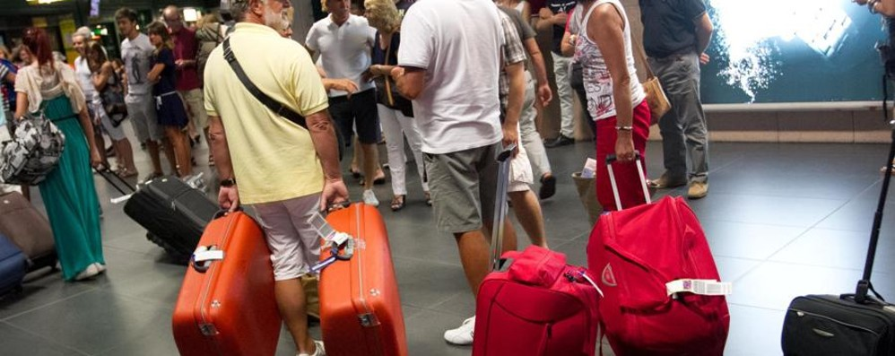Aeroporto tempio degli oggetti smarriti 600 al mese tra smartphone e occhiali